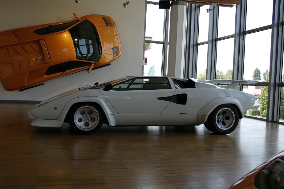 Countach vor Diablo  © 2007 Nanette Schaerf (pobox (at) nanetteschaerf.com)
